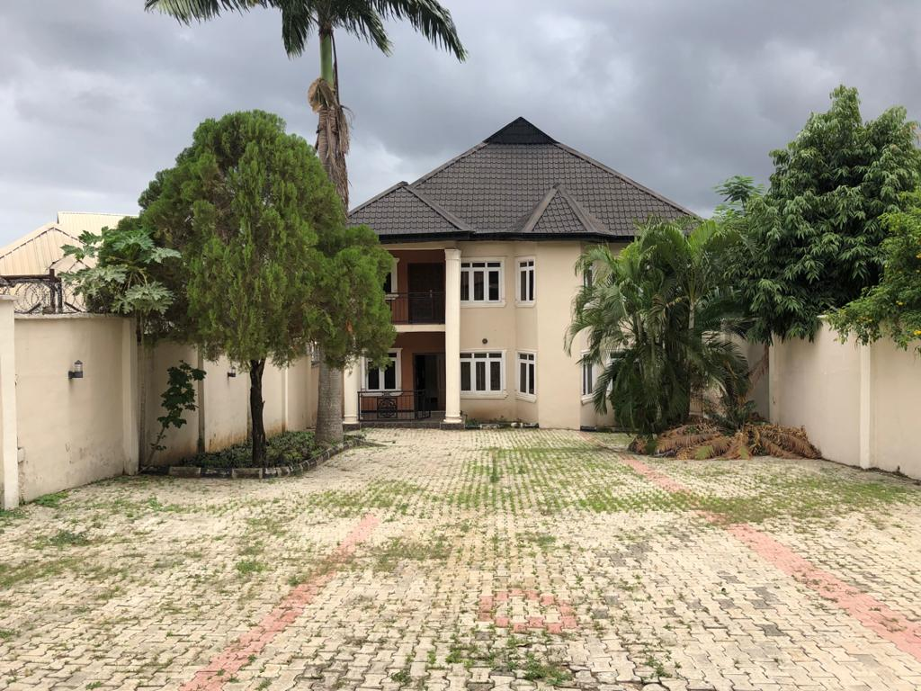 4 BEDROOM DUPLEX AT AGODI GRA ON (800SQM OF LAND)